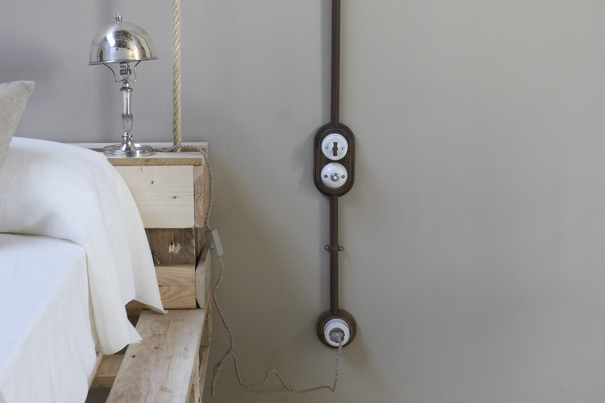 Schaltersystem garby aus porzellan und holz zur for Scatole elettriche esterne